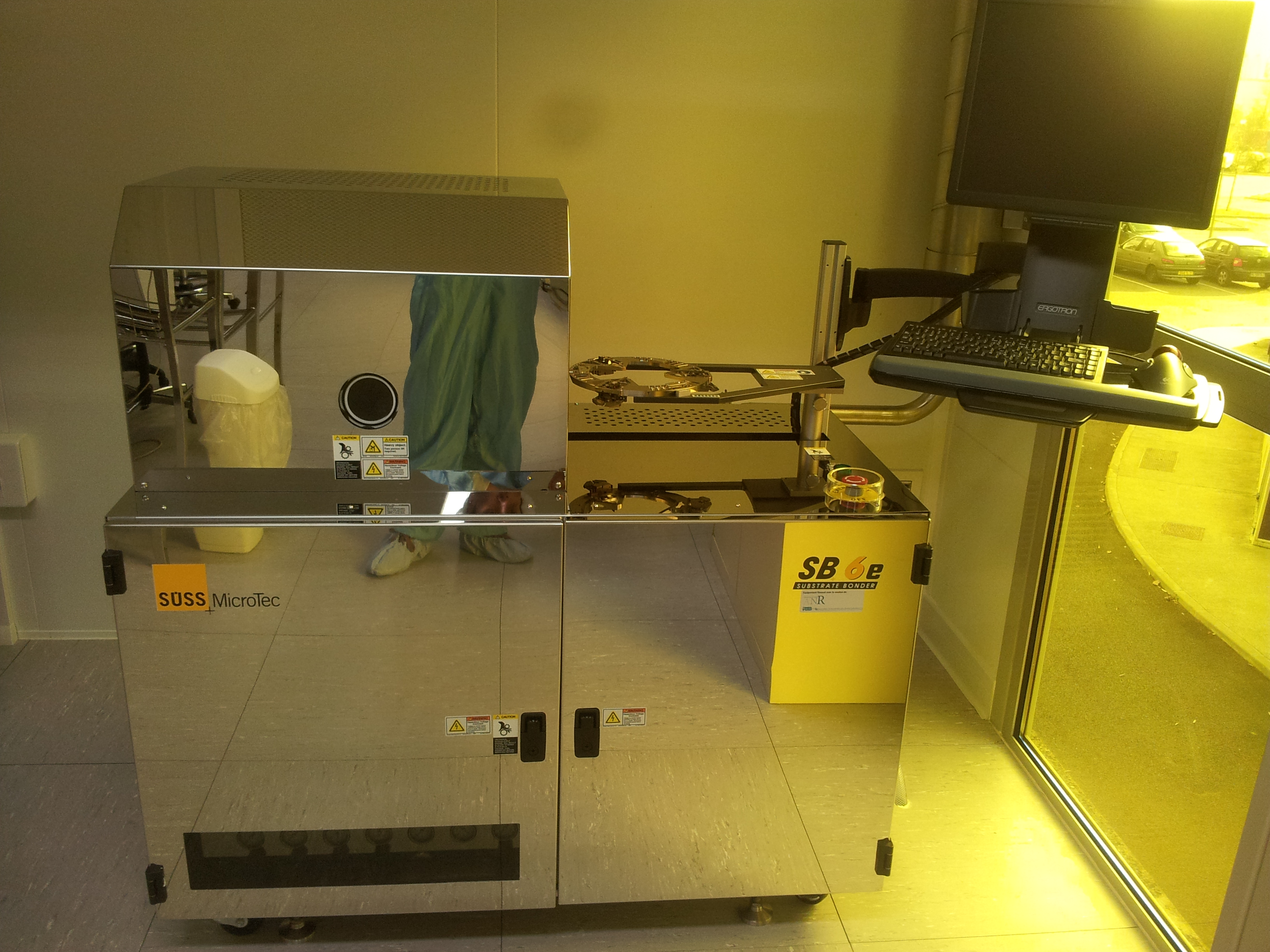 Picture of Wafer bonder SUSS (A-INTE)